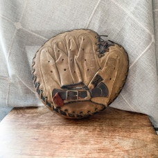 https://www.etsy.com/ByThePoole/listing/761888854/vintage-baseball-catchers-mitt?utm_source=Copy&utm_medium=ListingManager&utm_campaign=Share&utm_term=so.lmsm&share_time=1580761763640